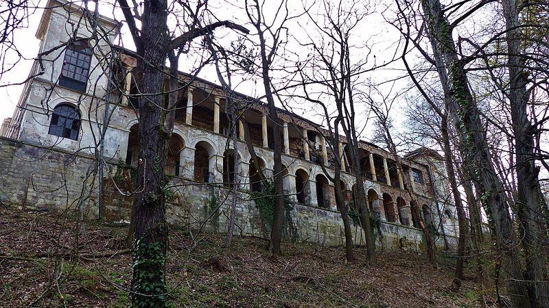 L'Auberge du faisan, désormais en ruines. Wikimedia Creative commons.
