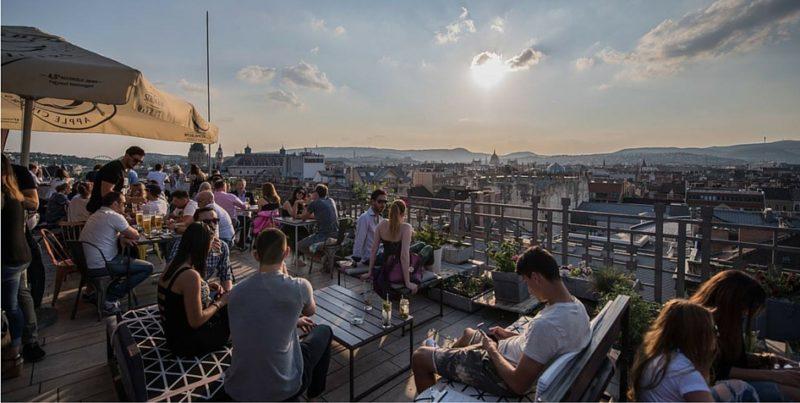 Budapest, ses bars et ses toits.