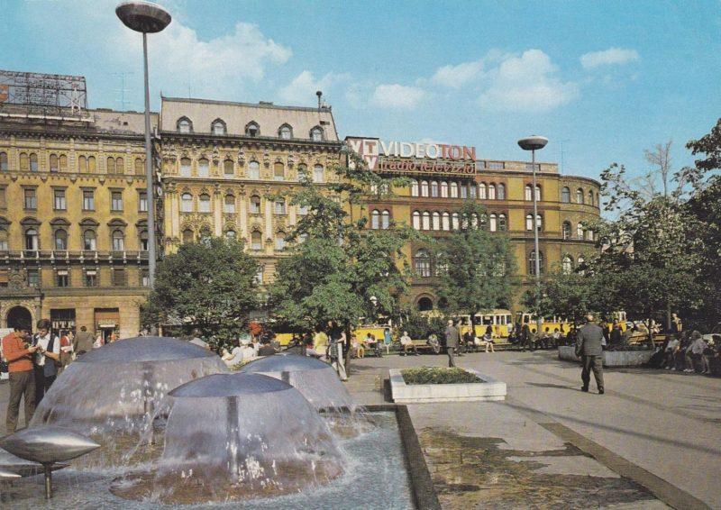 La place et son square durant la période communiste.