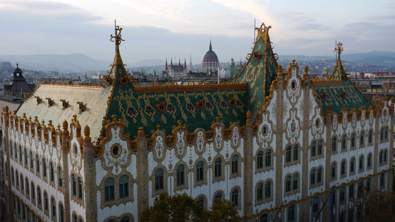 La caisse d'épargne de la Poste royale, style Sécession hongroise sur Hold utca, à Budapest.