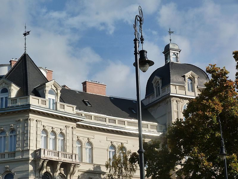 A Budapest, c'est sans doute à Andrássy út où l'on trouve les immeubles les plus parisiens.