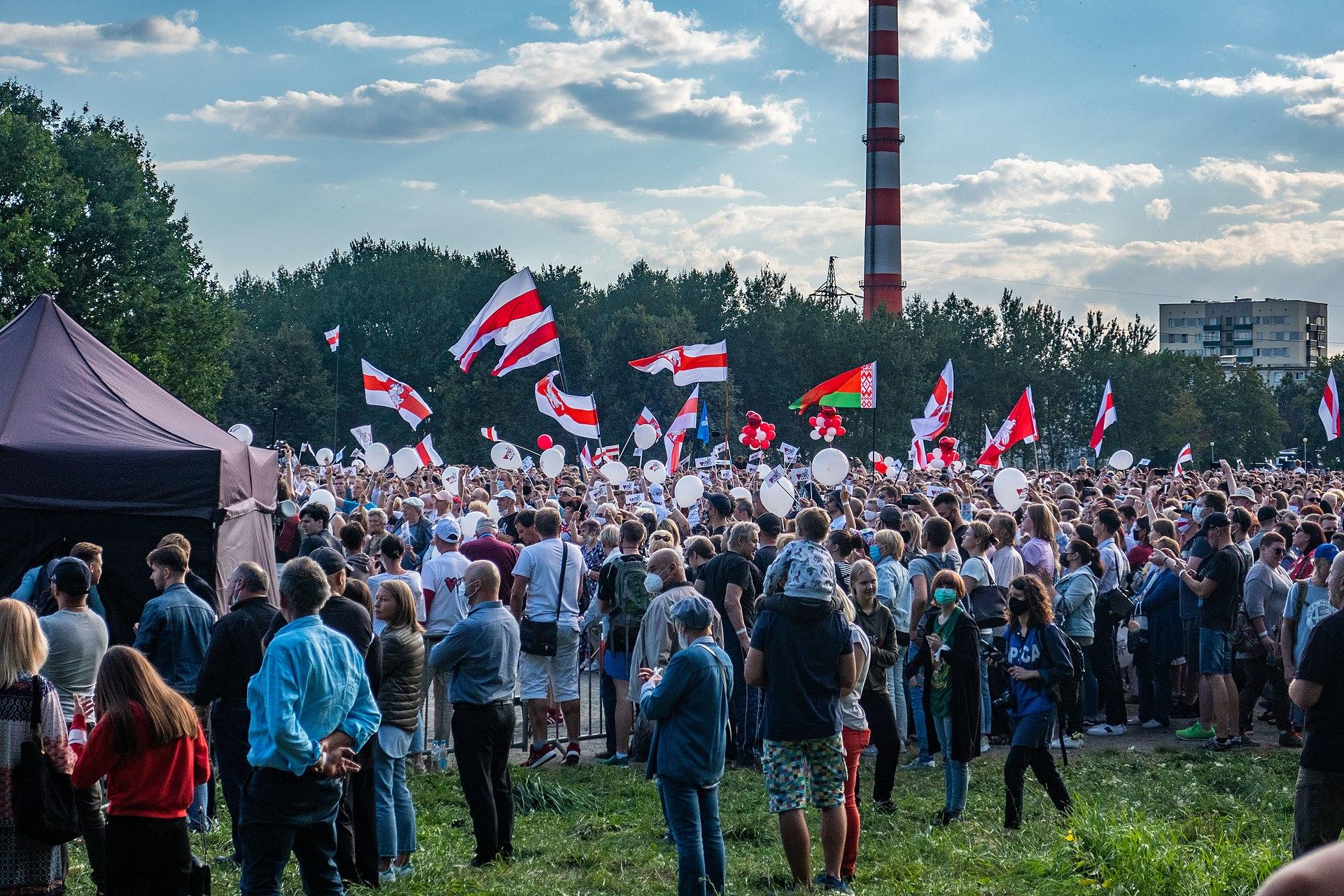 Rassemblement de soutien aux candidates à l'élections présidentielle bélarusse, à Minsk le 30 juillet. Source : Wikimedia Commons.